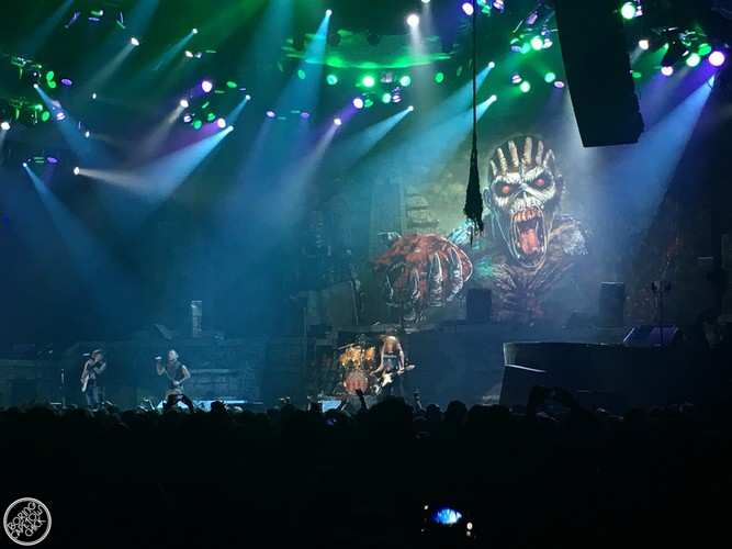 Iron Maiden - Live in Cape Town - Boring Cape Town Chick - 24